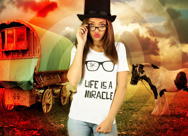 Damen T-Shirt Life Is A Miracle