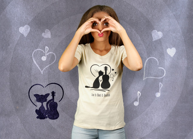Damen T-Shirt Love is Blind But Beatiful
