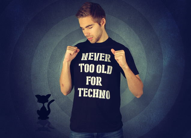 Herren T-Shirt Never Too Old For Techno